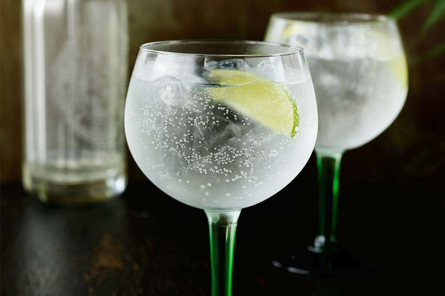 how to make the perfect gin and tonic. Black Bedroom Furniture Sets. Home Design Ideas
