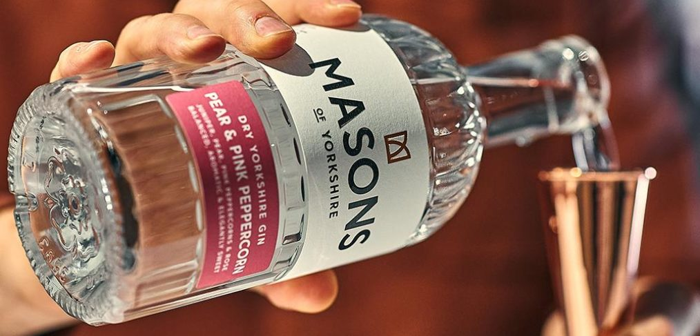 mason-pear-gin-pouring
